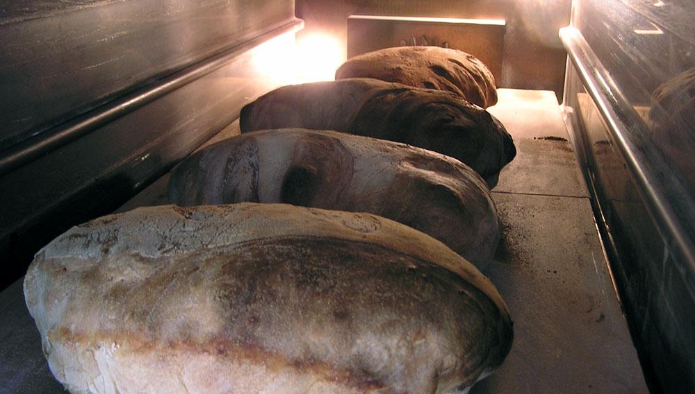 Pane in cottura nel forno